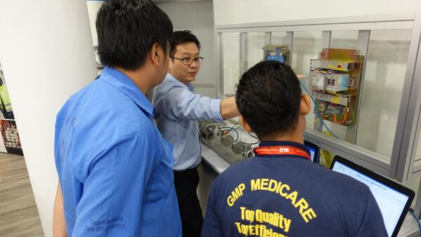 Image shows n SKF engineer showing customers a live demo of SKF products