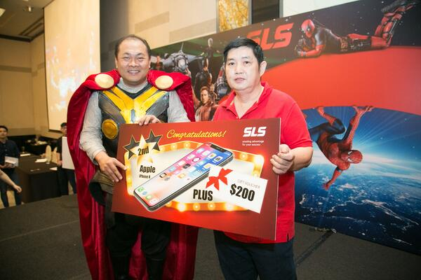 Image shows SLS Group CEO Mr. Roy Tan presenting a prize to a man